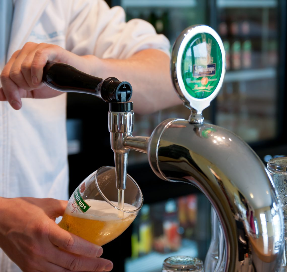 En öl efter padelturneringen